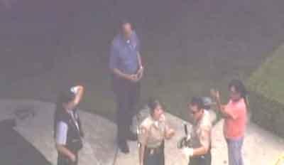 Полиция считает, что смерть мужчины – несчастный случай, и никакого криминала под собой не имеет. Но остальная прислуга попросту возмущена...