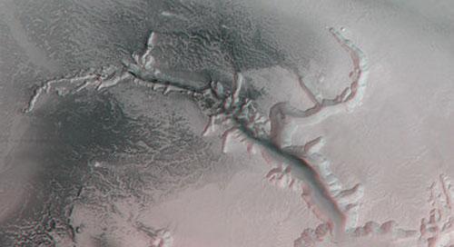 А вода на Марсе все-таки есть - это совершенно точно доказал аппарат «Феникс», находящийся сейчас на поверхности Красной планеты…