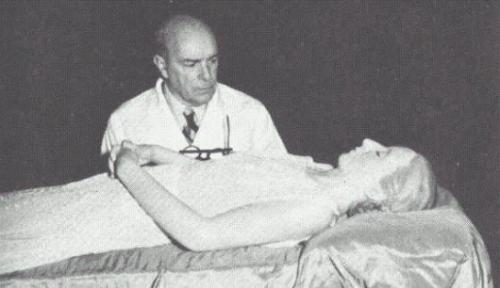 Мумификацией тела Эвиты занимался испанский врач Педро Ара.