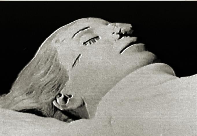 Позже её тело уже в очень плохом состоянии было возвращено её бывшему мужу, который выставил её напоказ в собственном доме.