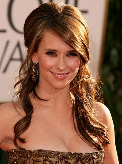 На счету 31-летней Дженнифер Лав Хьюитт (Jennifer Love Hewitt) - 5 сольных альбомов.
