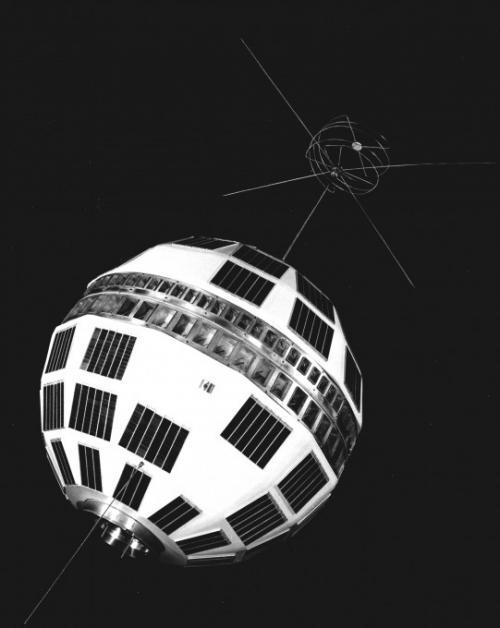 Спутник Телстар (Telstar), созданный в 1962 г. по проекту НИИ «Bell Telephone Laboratories» для ретрансляции телефонных звонков, а также передачи данных и телевизионных сигналов.