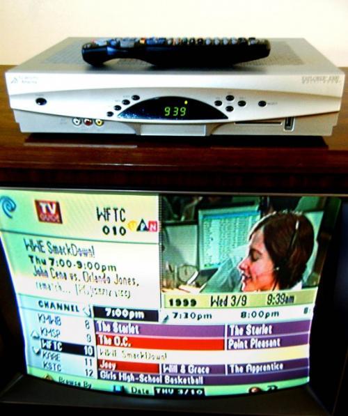 Цифровой многоканальный видеомагнитофон «Scientific-Atlanta Explorer 8300» позволяет пользователям кабельного телевидения записывать два концерта сразу и воспроизводить их из любой комнаты в доме.