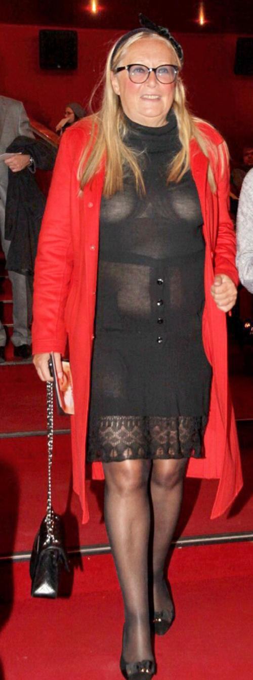 Татьяна Михалкова Платье явно не подходит даме ни фасоном, ни размером, ни текстурой ткани.