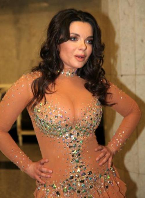 """Также Наташа обожает """"голые"""" платья."""