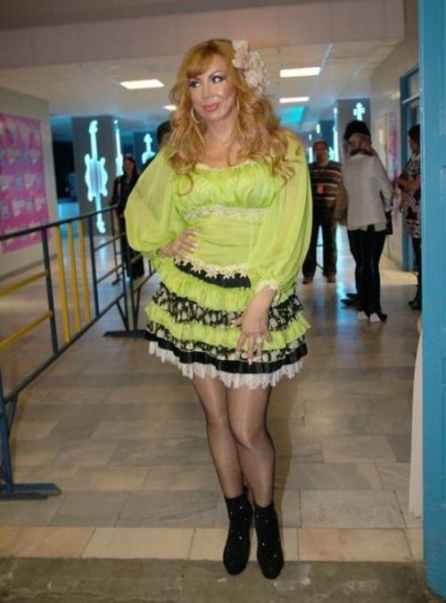 Маша Распутина Не понятно, намеренно или нет, но певица просто олицетворяет вульгарность в своих нарядах.