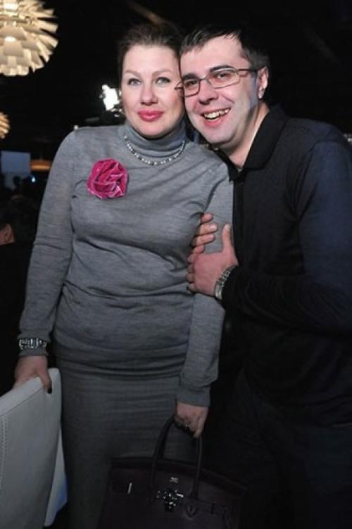 Несмотря на далеко неидеальную фигуру Ева Польна обожает обтягивающие платья.