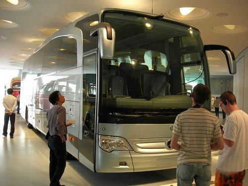 В связи с его небольшими размерами вниманию посетителей предлагались лишь модели, выпущенные не позднее 70-х годов прошлого века. Места не хватало и для специализированных автомобилей, грузовиков и автобусов. Несмотря на это, ежегодно старый музей посещали около полмиллиона туристов...