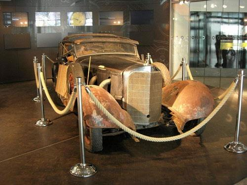 Экспозиция  музея начинается с  первого двигателя внутреннего сгорания построенного знаменитым немецким конструктором Вильгельмом Майбахом. Мотор, явившийся, можно сказать, прародителем всех автомобильных двигателей был запатентован в 1885 году...