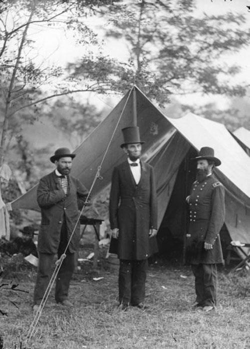 Смерть от прикушенного языка... Алан Пинкертон (1819-1884) был известен тем, что создал известное детективное агентство Пинкертона и разработал методики ведения расследований: скрытное наблюдение, работа под прикрытием и т.д.