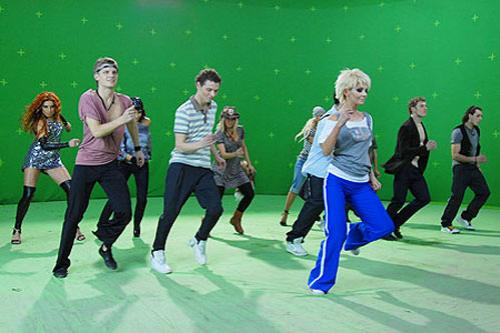 Танцует…