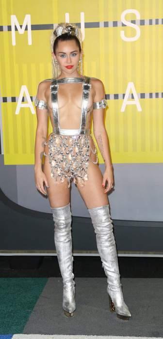 Майли Сайрус на церемонии MTV VMA 2015