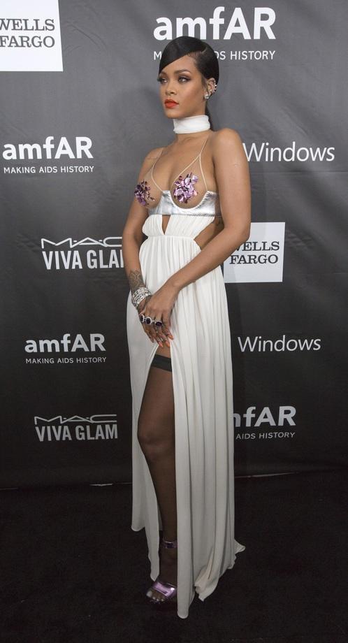 Певица Рианна (Rihanna) на благотворительном вечере amfAR.