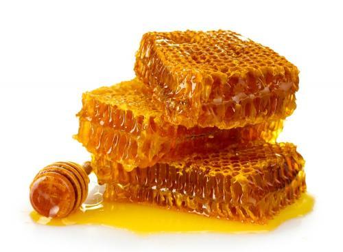 Мёд Справедливости ради, надо отметить, что первое блюдо, понимаемое как природная еда, приготовленная особым образом, появилось отнюдь не на человеческой кухне. Отдадим пальму первенства пчёлам и их бессмертному рецепту.