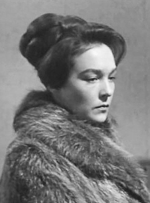 Однако после фильма ей не досталось ни славы, ни признания. Дикая советская «мораль» не простила Александре романов с иностранцами – американцем и югославом.