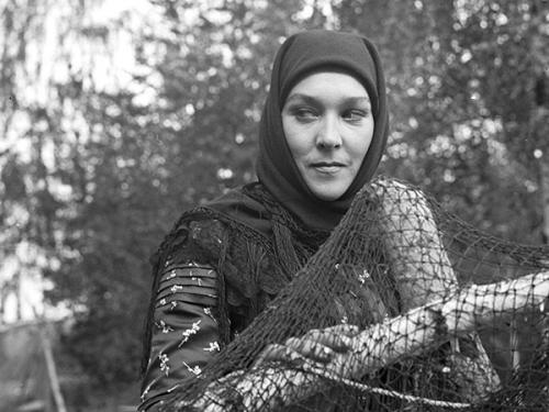 Александра ЗавьяловаСвою самую знаменитую роль – двуличной, мстительной и коварной противницы советской власти Пистимеи в «Тенях...» – она сыграла с блеском.