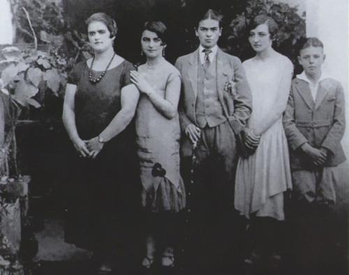 Фрида Кало в мужской одежде, 1924 год.