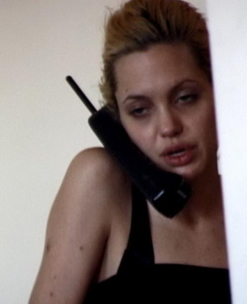 """В далёком прошлом Джоли злоупотребляла наркотиками, впрочем, сама """"оскароносная"""" актриса никогда не отрицала этот факт."""