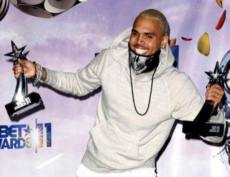 31. Крис Браун (Chris Brown) позирует прессе. 26 июня.
