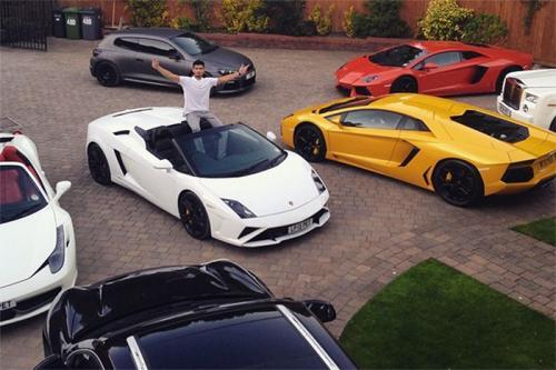 Алим Икбал20-летний британский миллиардер Алим Икбал, известный как Lord Aleem, отдыхает более скромно, чем его американские «коллеги». В инстаграме Алима нет обнаженных девушек и пачек денег, а лишь дорогие автомобили.