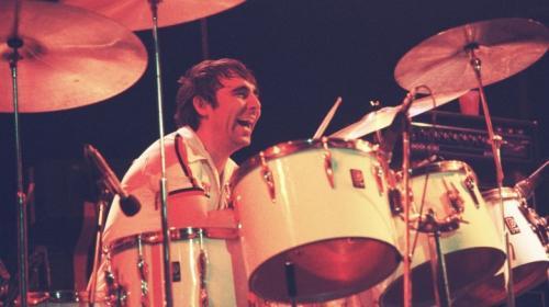 14. Кит Мун Еще один - и, к сожалению, не последний - легендарный музыкант в этом списке. Мун был одним из величайших барабанщиков всех времен - к славе он пришел, играя в группе The Who. Как и многие другие рокеры, Мун был склонен к излишнему употреблению алкоголя.