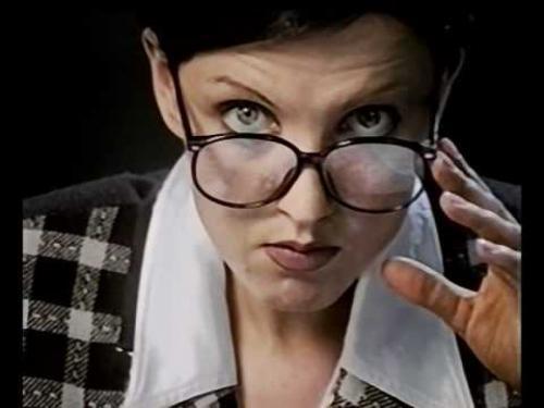 """Светлана Рерих Во второй половине 90-х, когда вышли главные ее главные хиты – """"Ладошки"""" и """"Дай мне музыку"""", на голову начинающей певицы свалилась бешеная популярность. Но когда разгорелся конфликт с продюсером, для нее настали тяжелые времена."""