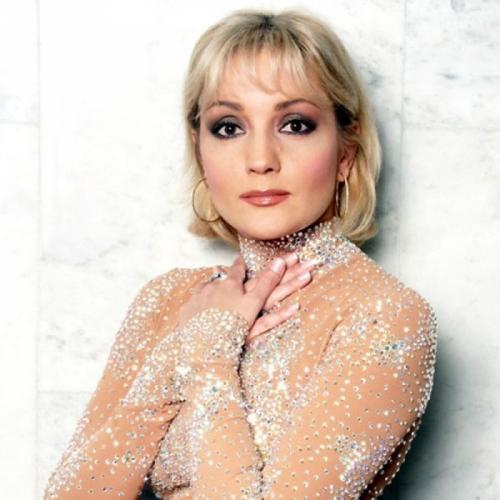 Татьяна Буланова Татьяна, пожалуй, самая удачливая из артисток 90-х. Ей удалось удержаться в обойме и не запропасть в лихие 90-е.