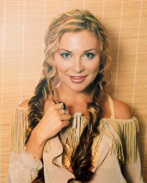 Лариса ЧерниковаПопулярность Ларисы Черниковой пришлась на 90-е. Будучи женой крупного бизнесмена, ей было на что записывать альбомы.