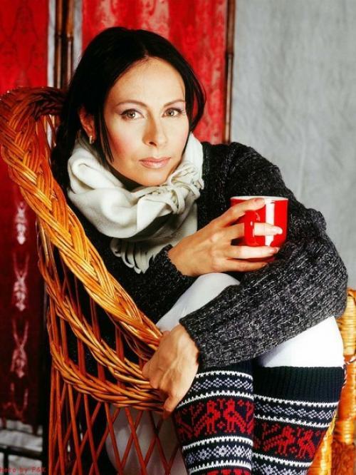 """Марина Хлебникова Благодаря ей народ любил выпить """"чашку кофею"""" и даже полюбил """"косые дожди"""". Марина стала принимать участие в сборных концертах, ее клипы крутили на центральных каналах."""