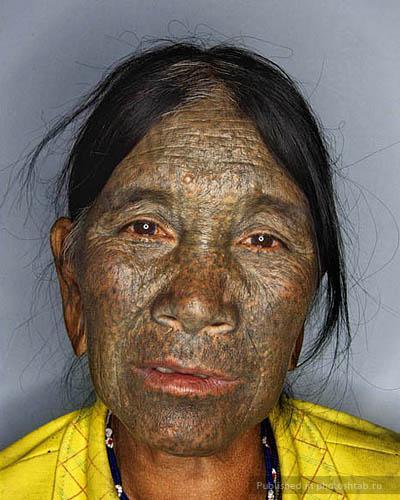 Татуированные лица женщин из Бирмы