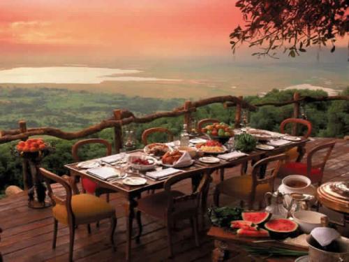 12. Ресторан Ngorongoro Crater Lodge, Нгоронгоро, Танзания.