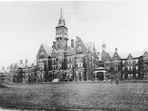 3. ��������������� �������� ������� (Danvers State Hospital), ���� �����������, ������� ������� ��� �������� ��� �� ������������� � �������� ��������������� ���������, � ������ ������ �������� ��� ���� ����� �� ����� �������� �������� ���������� ����������� � ���������� �����.