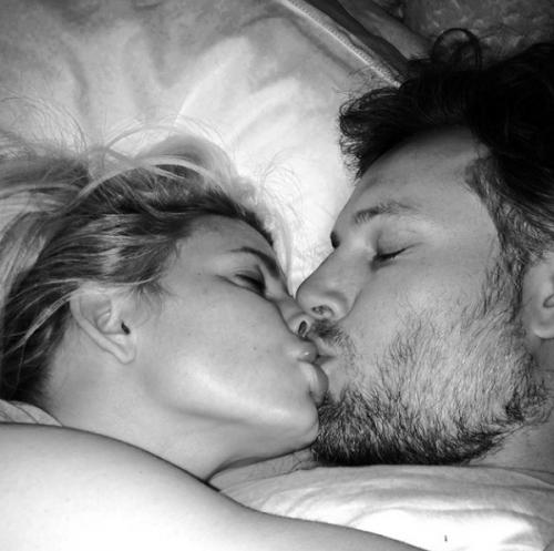поцелуй фото на ночь