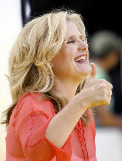 ����� �������� (Nancy Cartwright) �� �������� ������������� ������ ��������� � ���� (�The Simpsons Movie�) � ��������, ���� �������.