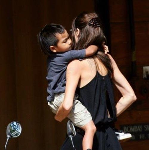 Анджелина Джоли…Удержит ли она своего сына Меддокса ?