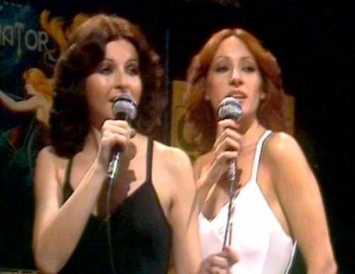 """""""Баккара"""". Изначально, еще в 1976 году, солистками дуэта были Мэйт Матеус и Мария Мендиолла. Девушки работали вместе около пяти лет и именно в этом составе стали популярны на весь мир."""