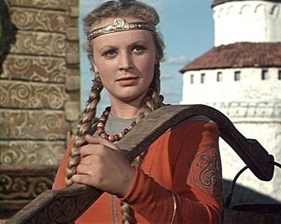 2 января 1957 года вышла замуж за актера Николая Рыбникова, с которым прожила 33 года. Родила двух дочерей, одну из них - вне брака - от актера Ивана Переверзева.