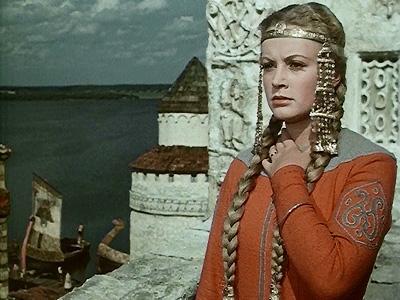 Во время учебы во ВГИКе Алле доверили роль Любавы в киносказке Александра Птушко «Садко» (1952). Фильм получил признание на кинофестивале в Венеции, а на молодую актрису посыпались предложения от иностранных режиссеров, в том числе и от Чарли Чаплина.