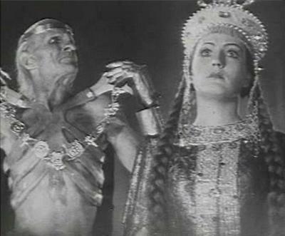 Одной из ее самых ярких работ в кино является роль Маши в фильме «Дубровский», снятом в 1936 году.