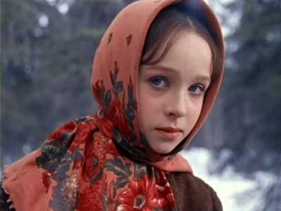 Неудивительно, что на талантливого и обаятельного ребенка обратили внимание кинематографисты. Режиссер Александр Роу увидел ее номер «Умирающий лебедь» по телевизору и пригласил 15-летнюю девочку на роль Настеньки в «Морозко» (1964).