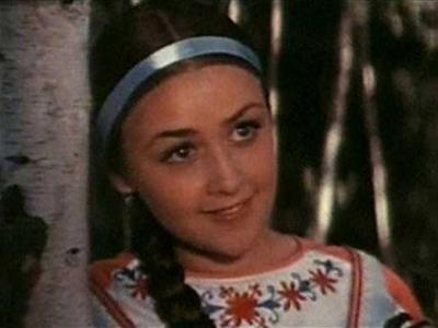 А затем актриса приняла неожиданное решение: вышла замуж за моряка и навсегда уехала в Севастополь. После рождения сына Клюева продолжала сниматься в фильмах, но уже не так часто.