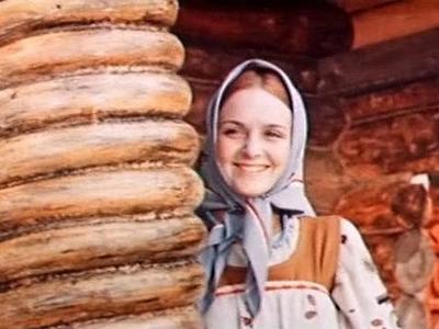 И такие роли не замедлили ждать. В 1975 году она снялась в фильме-сказке режиссера Геннадия Васильева «Финист - Ясный сокол», в котором исполнила роль Аленушки. А затем девушку «разглядел» наш знаменитый киносказочник Борис Рыцарев.
