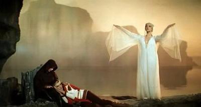 Еще одной знаковой ролью Рябинкиной стала работа вместе с легендарным индийским актером Раджем Капуром в фильме «Мое имя Клоун». В Индии после выхода фильма ее фото начали печатать на сувенирной продукции, а Советский Союз на пять лет сделал актрису невыездной.