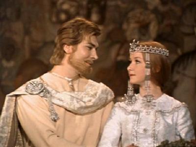 Настоящая славянская красота актрисы во многом определила успех фильма. Но Петрова оказалась не готова посвятить свою жизнь кино и вышла замуж за иранского бизнесмена. Долгое время супруги жили в США, Швейцарии, Германии, Италии.