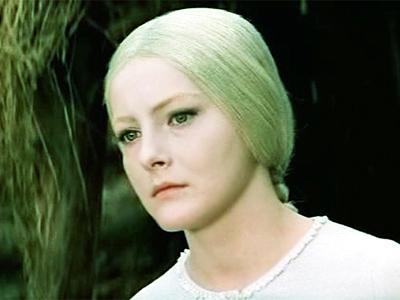 В 1968 году знаменитый актер Павел Кадочников поставил фильм-сказку по одноименной пьесе Александра Николаевича Островского «Снегурочка». Главную роль в этом фильме сыграла выпускница Щукинского театрального училища, 22-летняя Евгения Филонова.