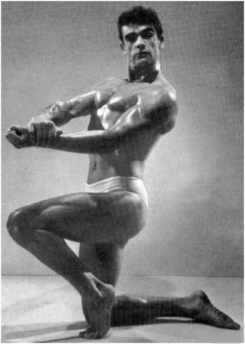 Культурист Шон Коннери. Фотография сделана на конкурсе бодибилдеров в 1953 году