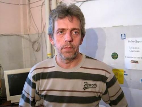 В России двойник Хью Лори работает сантехником.