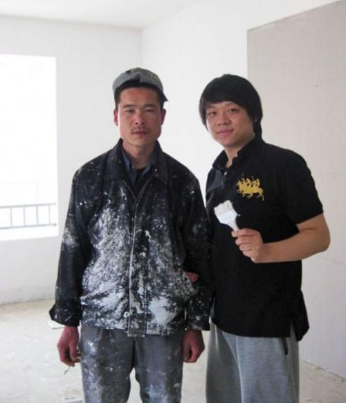 Слева — азиатский Брэд Питт.