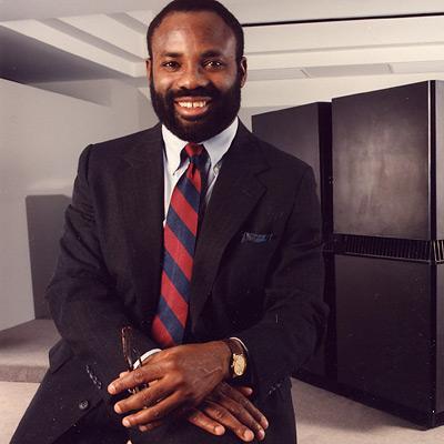 Филипп Емегвали (Philip Emeagwali). Нигерийский ученый, лауреат премии имени Гордона Белла 1989 года, присуждаемой Институтом инженеров электроники и электротехники. Получил награду за использование суперкомпьютера при наблюдении нефтяных полей. IQ = 190