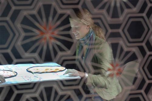 Удовольствие от великолепной кухни приправлено цифровой перчинкой - тач-панелями Microsoft Surface, установленными в столешницах…